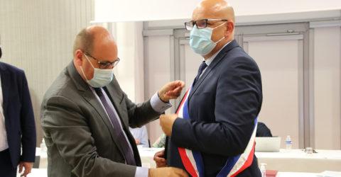 Photo : remise de l'écharpe de maire à Florent Limouzin