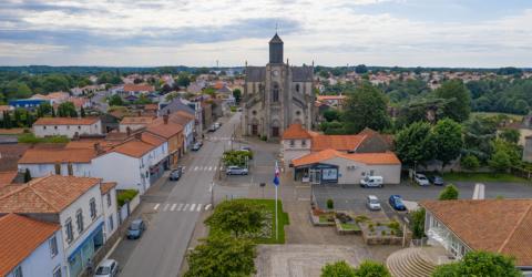 Photo : centre-bourg de Saint-Georges-de-Montaigu