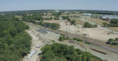 Vue aérienne : travaux d'aménagement du boulevard et du pont-rail